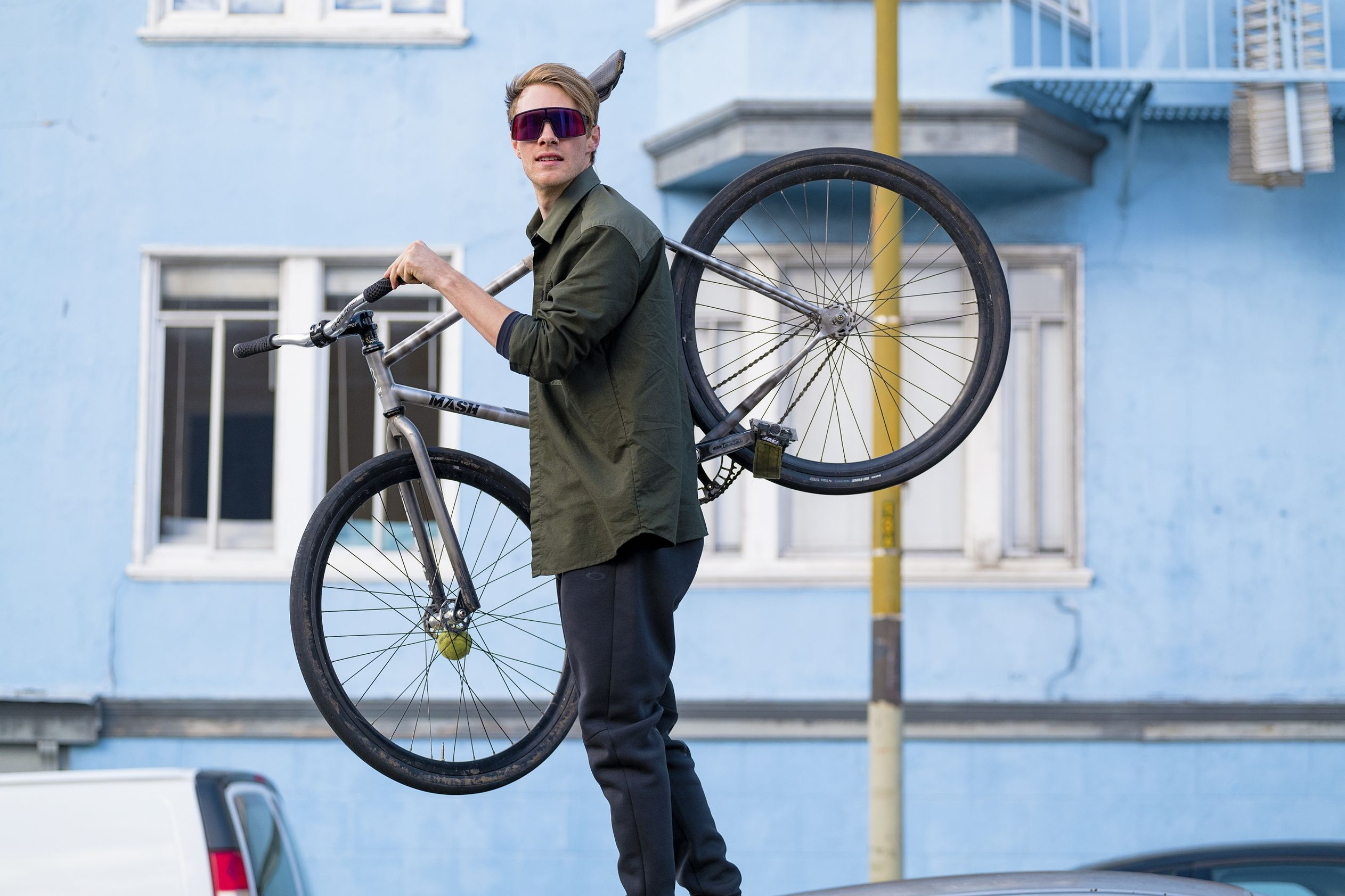 Ride away with the all-new Oakley Sutro