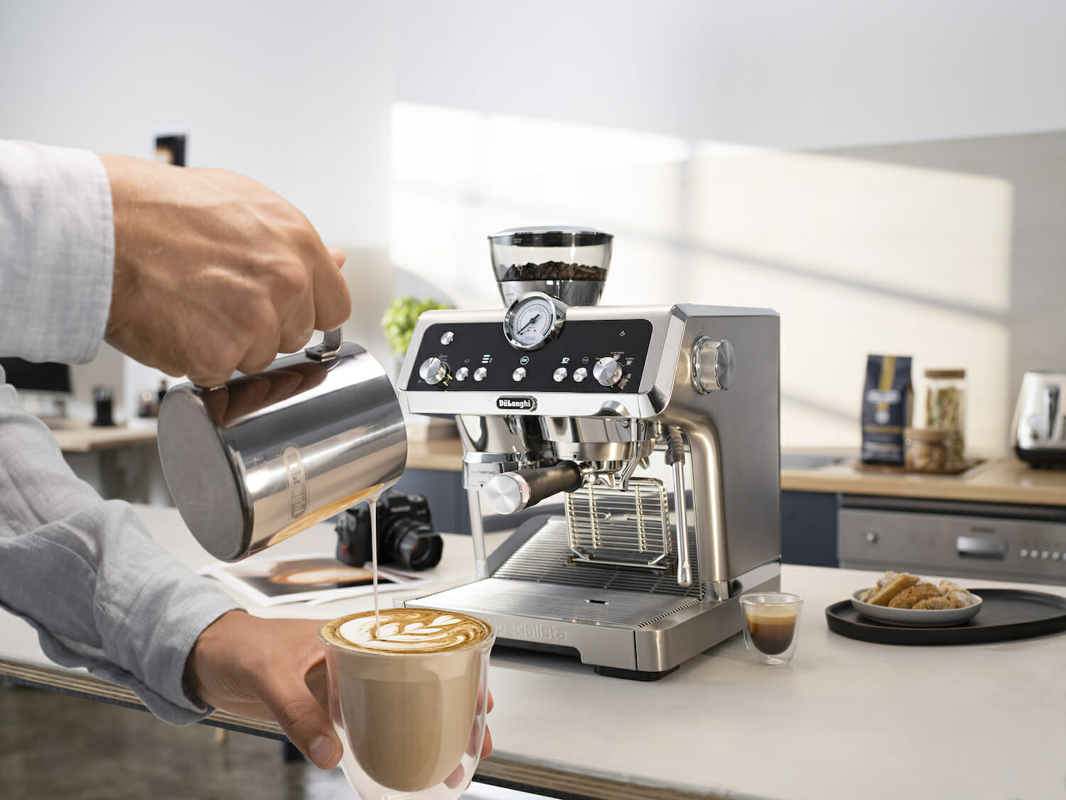 De'Longhi Demonstrates The Art Of The Brew At Tang Plaza